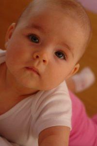 Przybieranie na wadze niemowląt – czyli o siatkach centylowych