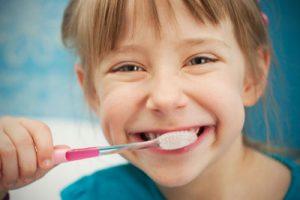 Dziecko u stomatologa – wizyta nie taka straszna, jak ją malują