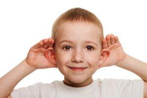Migdałki a kłopoty ze słuchem u dziecka