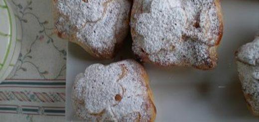 Jabłka z migdałami w chrupiącej sakiewce z ciasta